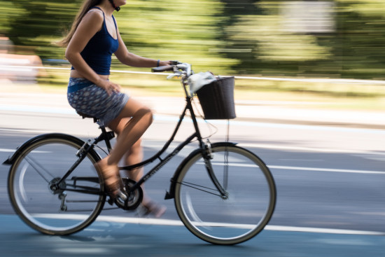 How to us panning to photograph movement